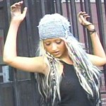 Christina-Aguilera-piercing-seno
