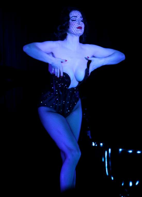 Dita-Von-Teese-burlesque-show