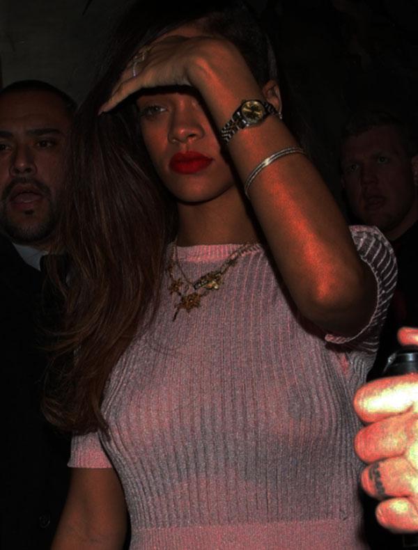 Rihanna-sexy-topless